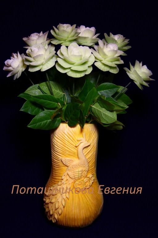 Ваза из тыквы с цветами
